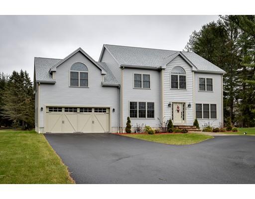 Maison unifamiliale pour l Vente à 78 Mendon Street 78 Mendon Street Upton, Massachusetts 01568 États-Unis