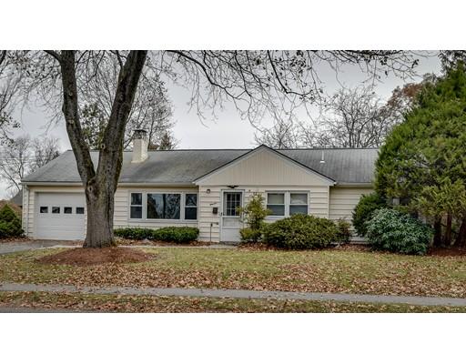Maison unifamiliale pour l Vente à 11 WENTWORTH ROAD 11 WENTWORTH ROAD Natick, Massachusetts 01760 États-Unis
