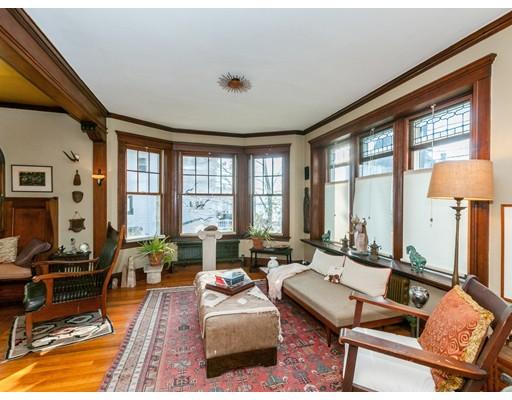 Maison unifamiliale pour l Vente à 64 Orlando Avenue 64 Orlando Avenue Winthrop, Massachusetts 02152 États-Unis