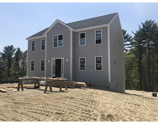 独户住宅 为 销售 在 1 Plymouth Street Middleboro, 02346 美国
