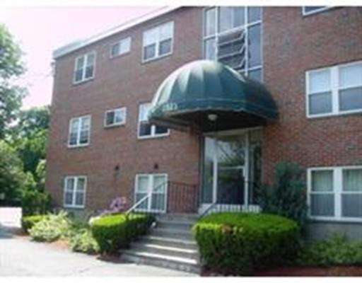 Appartement en copropriété pour l à louer à 2323 Washington St #1-1 2323 Washington St #1-1 Newton, Massachusetts 02462 États-Unis