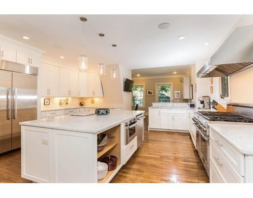 独户住宅 为 销售 在 181 Pine Ridge Road 181 Pine Ridge Road 牛顿, 马萨诸塞州 02468 美国