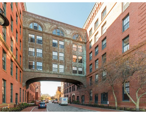 独户住宅 为 出租 在 1241 Adams 波士顿, 02124 美国