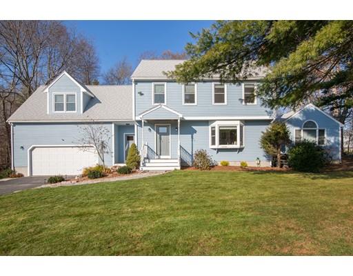 Частный односемейный дом для того Продажа на 1110 East Street 1110 East Street Mansfield, Массачусетс 02048 Соединенные Штаты