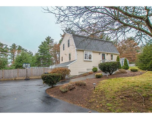 Single Family Home for Sale at 12 Richfield Circle 12 Richfield Circle Carver, Massachusetts 02330 United States