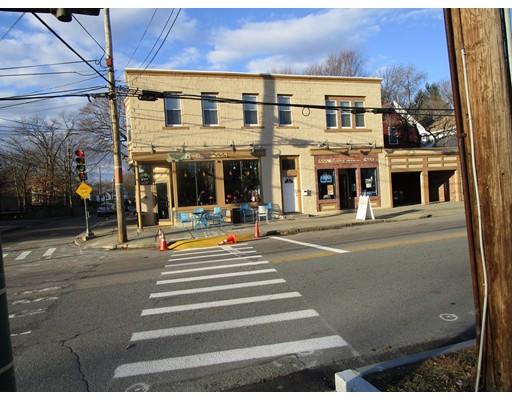 Commercial pour l Vente à 659 Watertown Street 659 Watertown Street Newton, Massachusetts 02460 États-Unis