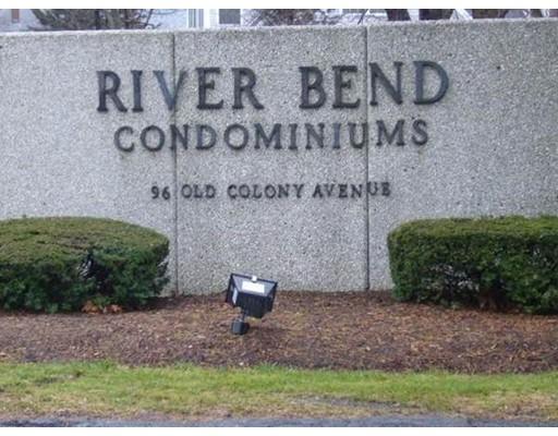 شقة بعمارة للـ Sale في 96 Old Colony Avenue 96 Old Colony Avenue Taunton, Massachusetts 02718 United States