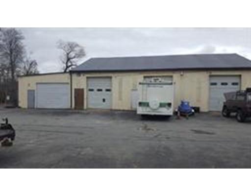 Commercial pour l à louer à 822 Mount Pleasant Street 822 Mount Pleasant Street New Bedford, Massachusetts 02745 États-Unis