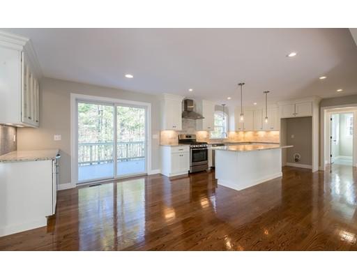 واحد منزل الأسرة للـ Sale في 11 Rhode Island Road 11 Rhode Island Road Wilmington, Massachusetts 01887 United States