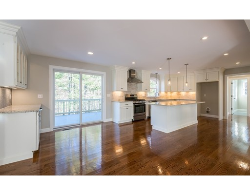 独户住宅 为 销售 在 11 Rhode Island Road 11 Rhode Island Road Wilmington, 马萨诸塞州 01887 美国