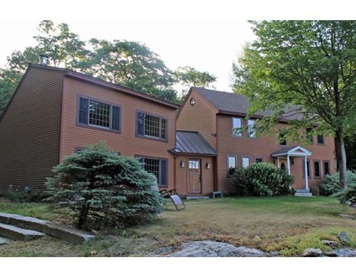 Maison unifamiliale pour l Vente à 638 South Mountain Road 638 South Mountain Road Northfield, Massachusetts 01360 États-Unis