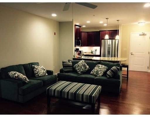 Condominio por un Alquiler en 245 Cambridge Street #107 245 Cambridge Street #107 Burlington, Massachusetts 01803 Estados Unidos