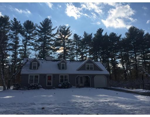 Maison unifamiliale pour l Vente à 10 Sycamore Knls 10 Sycamore Knls South Hadley, Massachusetts 01075 États-Unis