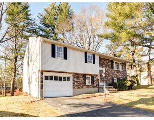 واحد منزل الأسرة للـ Sale في 51 High Rock Road 51 High Rock Road Holliston, Massachusetts 01746 United States