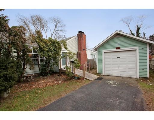 Maison unifamiliale pour l Vente à 9 Ginwal Street 9 Ginwal Street Falmouth, Massachusetts 02540 États-Unis