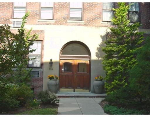 Condominio per Vendita alle ore 319 Tappan Street 319 Tappan Street Brookline, Massachusetts 02445 Stati Uniti