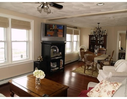 Single Family Home for Rent at 1 Winthrop Shore Drive 1 Winthrop Shore Drive Winthrop, Massachusetts 02152 United States