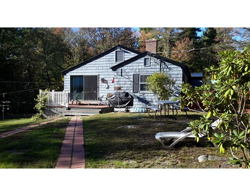 Single Family Home for Sale at 372 Sandown Road 372 Sandown Road Hampstead, New Hampshire 03826 United States
