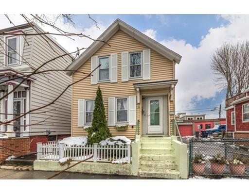 Maison unifamiliale pour l Vente à 583 Bennington Street 583 Bennington Street Boston, Massachusetts 02128 États-Unis