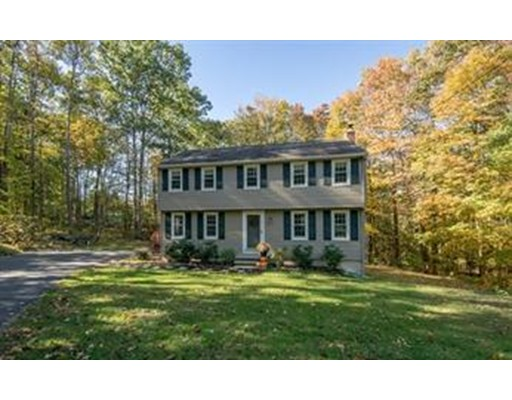 Single Family Home for Sale at 112 Scribner Road 112 Scribner Road Tyngsborough, Massachusetts 01879 United States