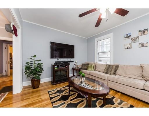 Maison unifamiliale pour l Vente à 19 Maplewood Avenue 19 Maplewood Avenue Everett, Massachusetts 02149 États-Unis