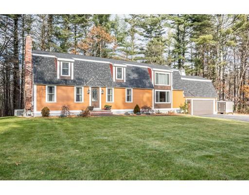 واحد منزل الأسرة للـ Sale في 76 Lowell Street 76 Lowell Street Dunstable, Massachusetts 01827 United States