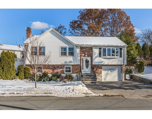 واحد منزل الأسرة للـ Sale في 27 Tamar Drive 27 Tamar Drive Medford, Massachusetts 02155 United States
