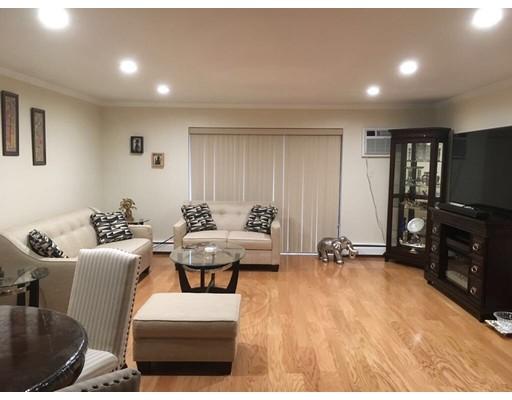 Casa Unifamiliar por un Alquiler en 53 Paul Street Newton, Massachusetts 02459 Estados Unidos