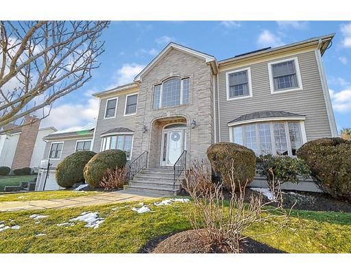 Casa Unifamiliar por un Venta en 15 CONSTITUTION ROAD 15 CONSTITUTION ROAD Stoneham, Massachusetts 02180 Estados Unidos