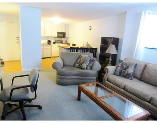 شقة بعمارة للـ Sale في 152 Turner Road 152 Turner Road Holliston, Massachusetts 01746 United States