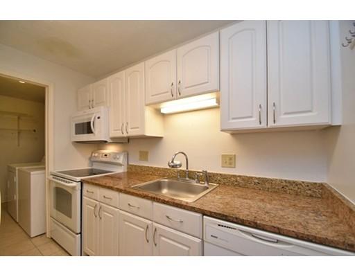 Appartement en copropriété pour l Vente à 1195 Grafton Street 1195 Grafton Street Worcester, Massachusetts 01604 États-Unis