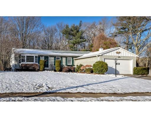 واحد منزل الأسرة للـ Sale في 55 Dean Road 55 Dean Road Holliston, Massachusetts 01746 United States