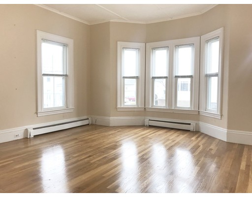 Apartamento por un Alquiler en 19 Pleasant St #1 19 Pleasant St #1 Wakefield, Massachusetts 01880 Estados Unidos