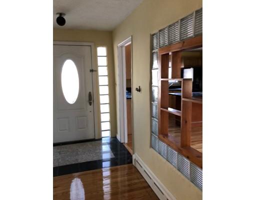 Maison unifamiliale pour l Vente à 79 Prudential Road 79 Prudential Road Worcester, Massachusetts 01606 États-Unis