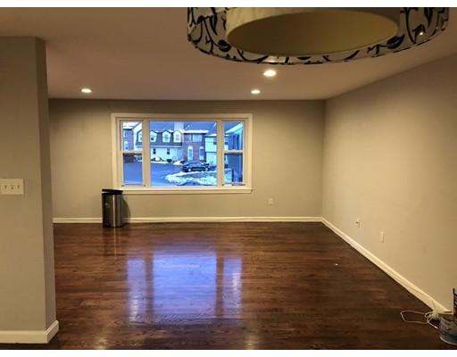 Casa Unifamiliar por un Alquiler en 2 Woodland Street 2 Woodland Street Lawrence, Massachusetts 01841 Estados Unidos