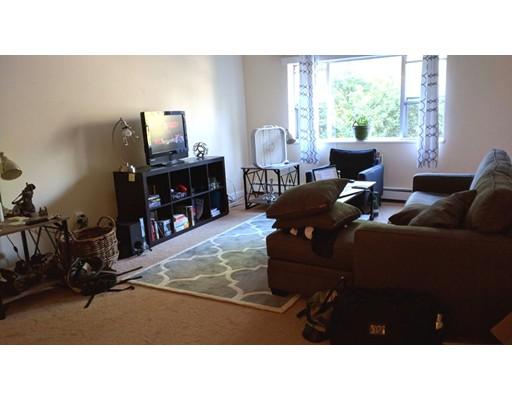 公寓 为 出租 在 79 Walnut st #8 79 Walnut st #8 牛顿, 马萨诸塞州 02460 美国