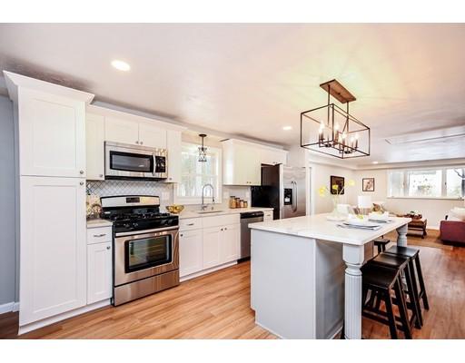 واحد منزل الأسرة للـ Sale في 1 Kristin Drive 1 Kristin Drive Chelmsford, Massachusetts 01824 United States