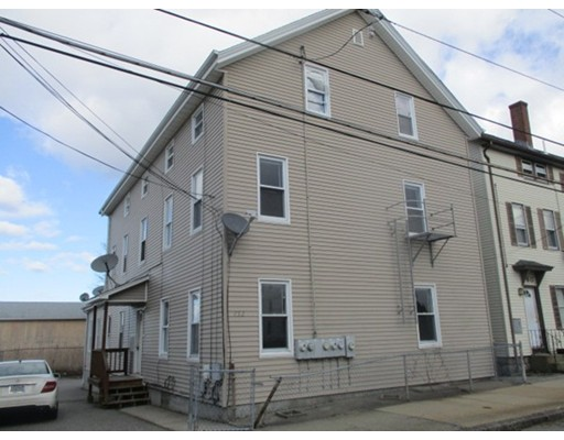 متعددة للعائلات الرئيسية للـ Sale في 752 King Philip Street 752 King Philip Street Fall River, Massachusetts 02724 United States
