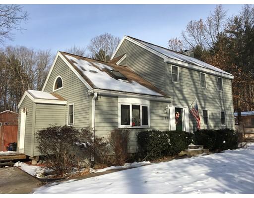 واحد منزل الأسرة للـ Sale في 23 West Shore Park Road 23 West Shore Park Road Kingston, New Hampshire 03848 United States