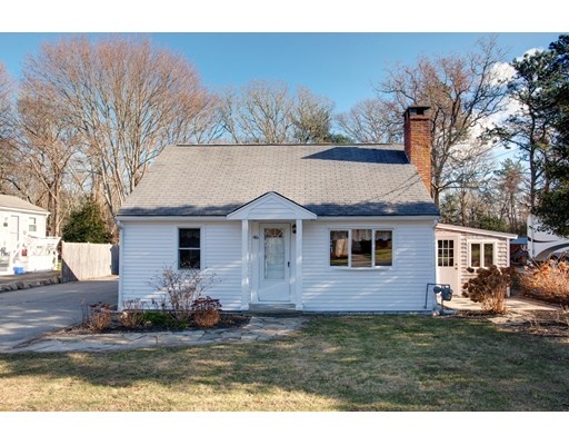 Casa Unifamiliar por un Venta en 46 Thorne Road 46 Thorne Road Bourne, Massachusetts 02532 Estados Unidos