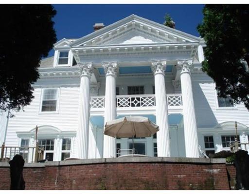 واحد منزل الأسرة للـ Sale في 13 Mansion Road 13 Mansion Road Wakefield, Massachusetts 01880 United States