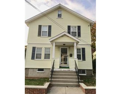Casa Unifamiliar por un Alquiler en 240 Fulton Street 240 Fulton Street Medford, Massachusetts 02155 Estados Unidos