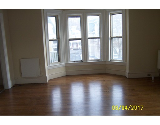 واحد منزل الأسرة للـ Rent في 88 Walnut 88 Walnut Clinton, Massachusetts 01510 United States