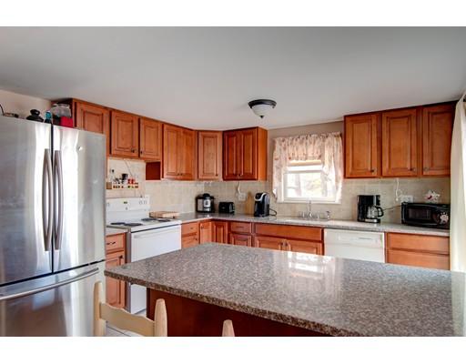 Maison unifamiliale pour l Vente à 36 N Center Street 36 N Center Street Bellingham, Massachusetts 02091 États-Unis