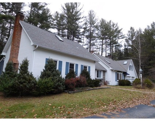Single Family Home for Sale at 884 Federal Street Belchertown, 01007 United States