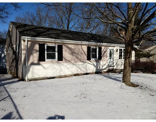 Maison unifamiliale pour l Vente à 85 Indian Run Road 85 Indian Run Road Bellingham, Massachusetts 02019 États-Unis