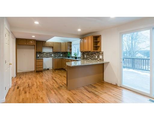 Частный односемейный дом для того Продажа на 17 Meserve Street 17 Meserve Street Hopkinton, Массачусетс 01748 Соединенные Штаты