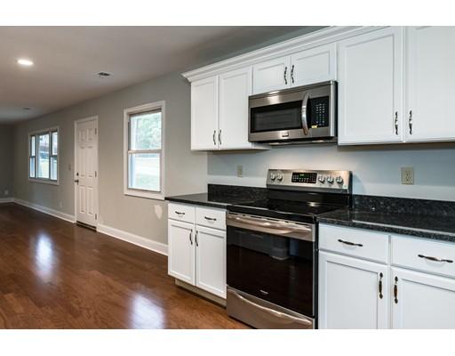 Частный односемейный дом для того Аренда на 2 Lewis Road #0 2 Lewis Road #0 Bedford, Массачусетс 01730 Соединенные Штаты