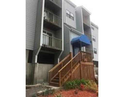 Appartement en copropriété pour l Vente à 199 Perry Ave #1 199 Perry Ave #1 Worcester, Massachusetts 01610 États-Unis
