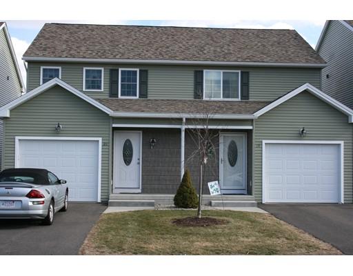 شقة بعمارة للـ Sale في 353 Fuller Street 353 Fuller Street Ludlow, Massachusetts 01056 United States